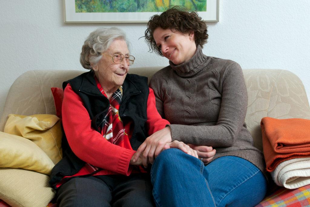 Une retraitée et sa fille
